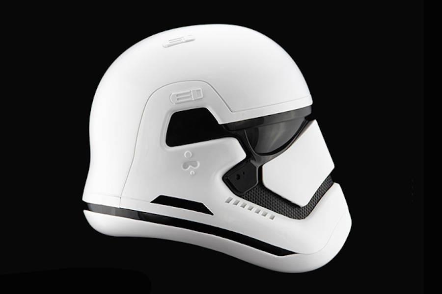 StormTrooper-Helmet-2-900x600