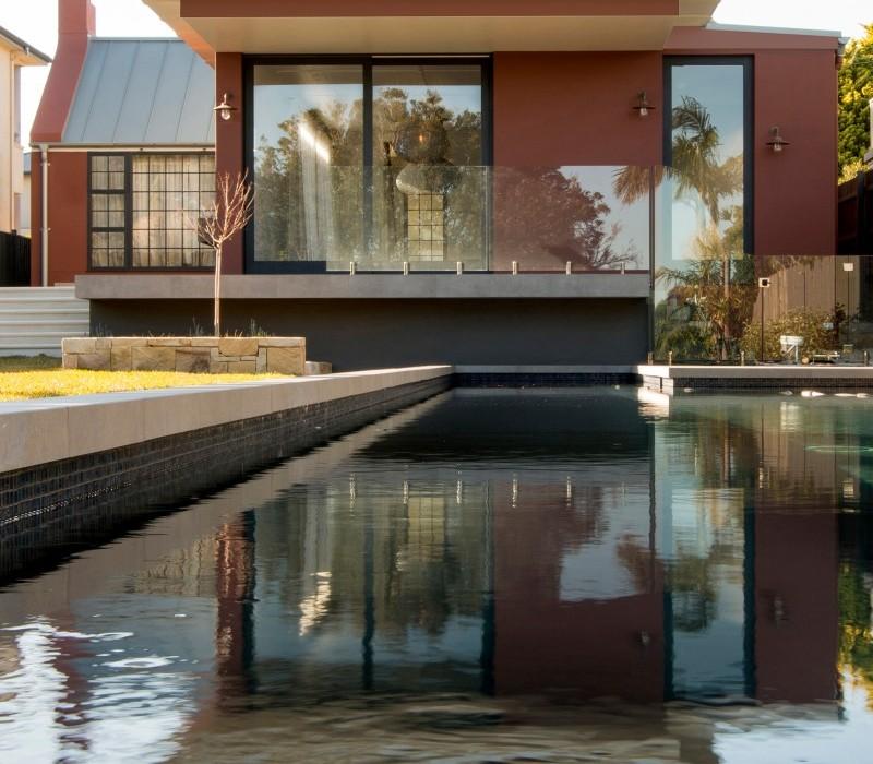 Luigi-Rosselli-Architects-Balancing-Home-004-800x1459