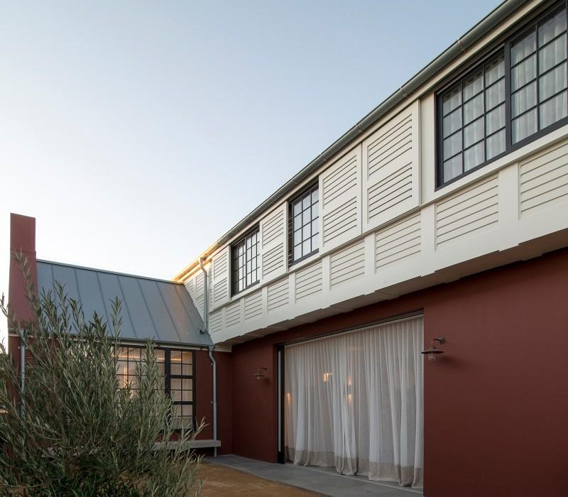 Luigi-Rosselli-Architects-Balancing-Home-006-800x775