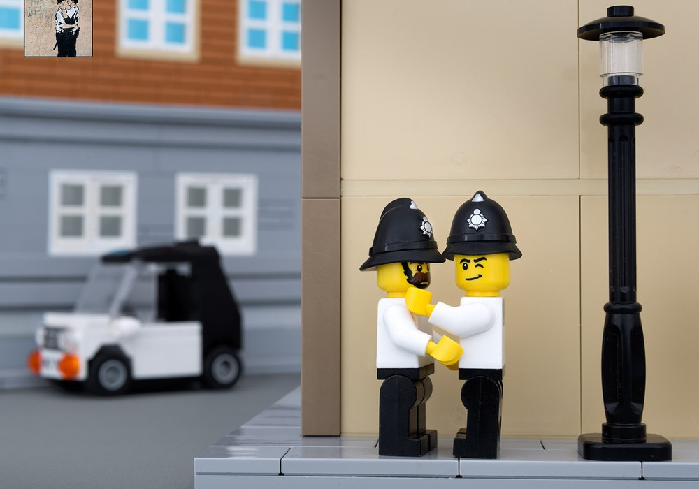 """Lego Banksy """"Kissing Coppers""""."""