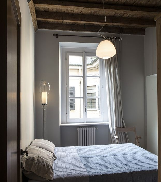 Old-Milan-apartment-with-reconditioned-rustic-interiors-8