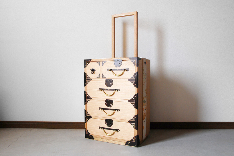 Furnitureholic-yuukou-yamaguchi-echizantansu-suitcase-designboom-001