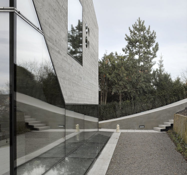 House-36-is-Shaped-like-a-Mountain-Crystal-Stuttgart-13
