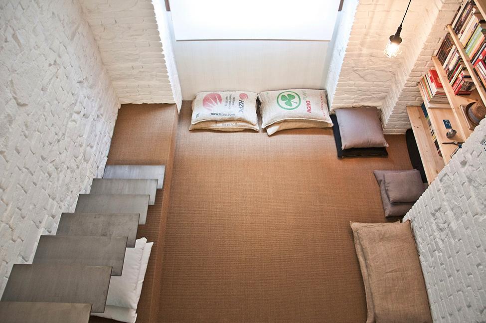 Small-studio-apartment-design-R3Architetti-www.homeworlddesign.-com-11