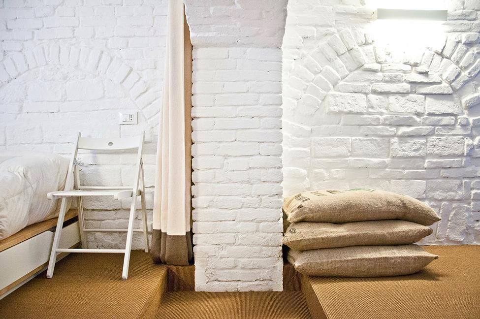 Small-studio-apartment-design-R3Architetti-www.homeworlddesign.-com-13