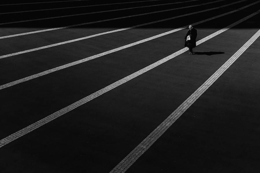 Wandering-the-Empty-and-Quiet-Streets-of-Tokyo12-900x601