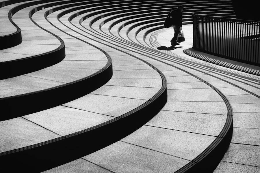 Wandering-the-Empty-and-Quiet-Streets-of-Tokyo2-900x600