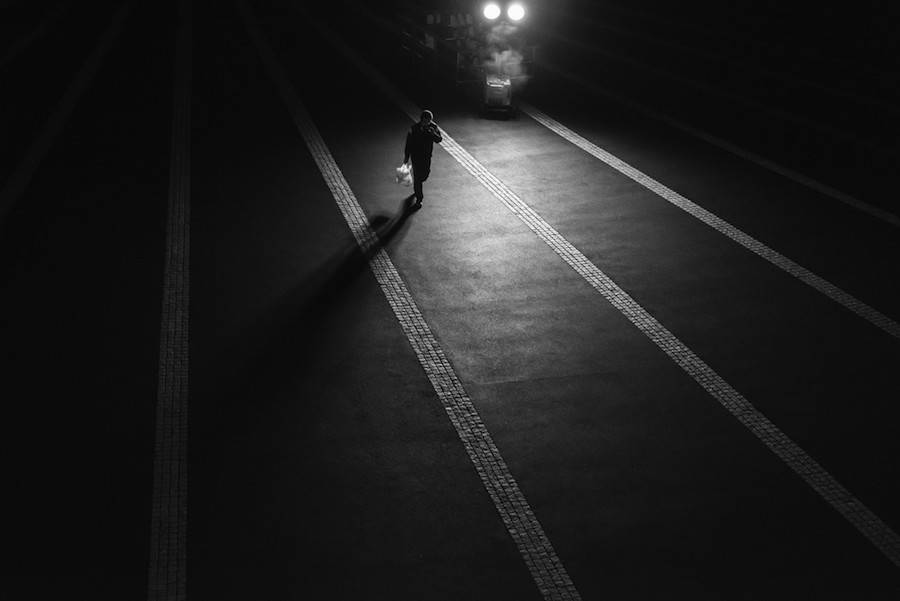 Wandering-the-Empty-and-Quiet-Streets-of-Tokyo4-900x601