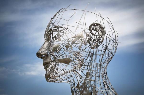 Impressive-Steel-Sculpture-of-a-Woman1-900x597
