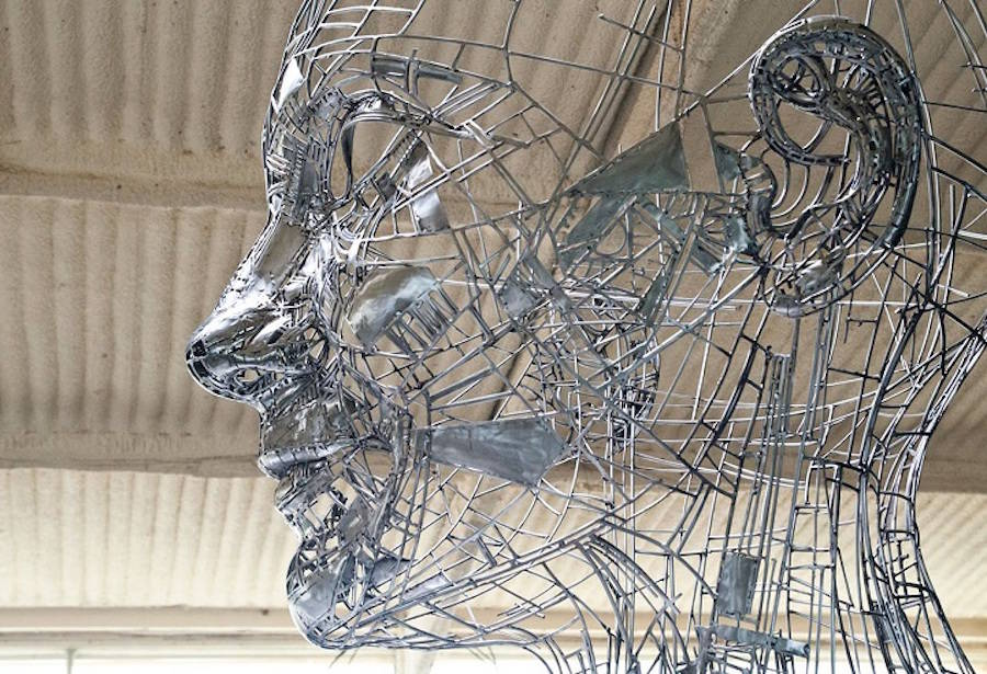 Impressive-Steel-Sculpture-of-a-Woman2-900x615