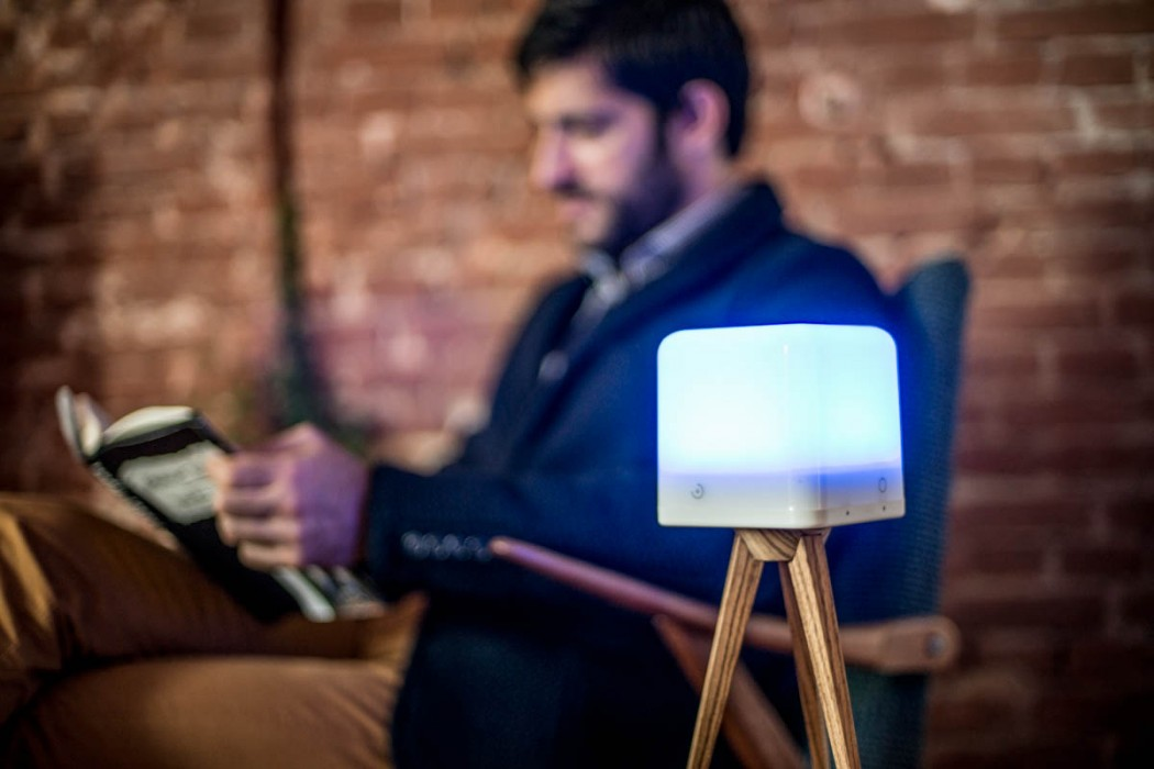 lucis-wireless-lamp-reading-livingroom