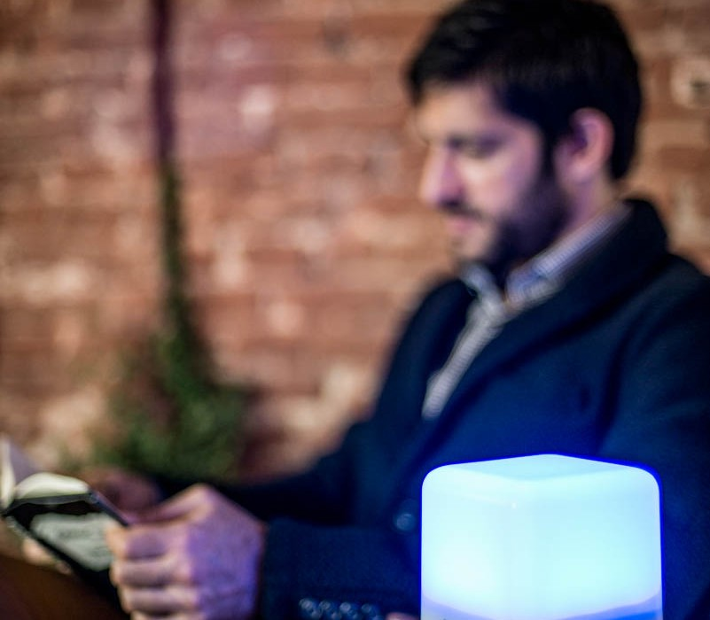 lucis-lamp-reading