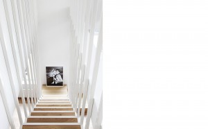 067_idunsgate-apartment_photo-stair-art_lpi