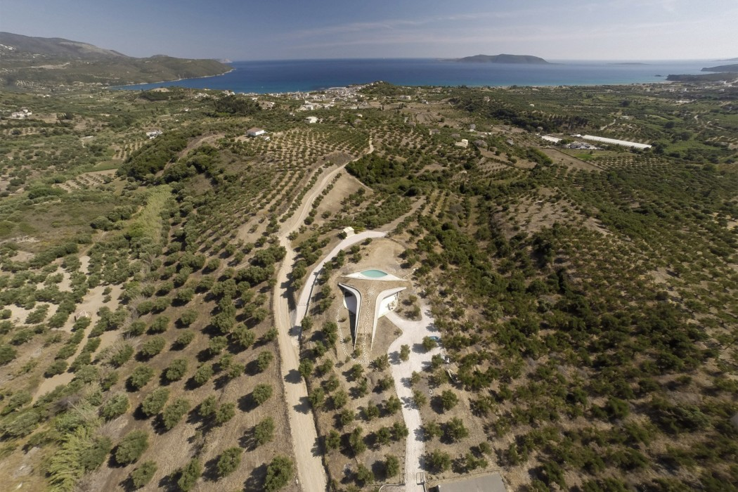 villa-ypsilon-lassa-architecture-residential-greece_dezeen_2364_col_4