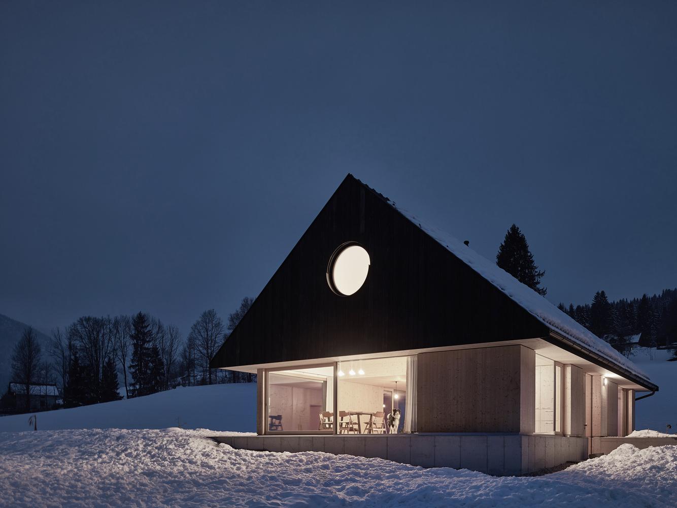 Haus mit GIEBEL by mia2/Architektur   Design
