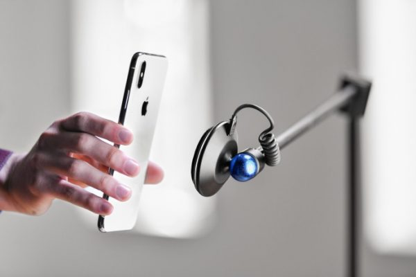 Bluesphere: 1st wireless charging smartphone stand