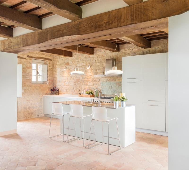 montelparo villa transformation by roy david studio design. Black Bedroom Furniture Sets. Home Design Ideas
