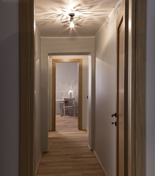 Old-Milan-apartment-with-reconditioned-rustic-interiors-10