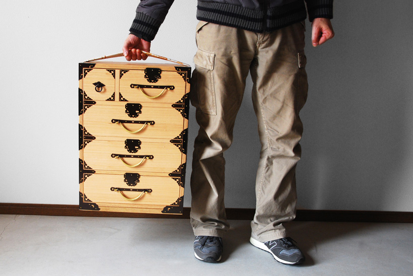 Furnitureholic-yuukou-yamaguchi-echizantansu-suitcase-designboom-009