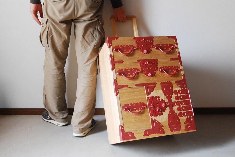 Furnitureholic-yuukou-yamaguchi-echizantansu-suitcase-designboom-016