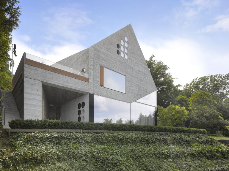 House-36-is-Shaped-like-a-Mountain-Crystal-Stuttgart-6
