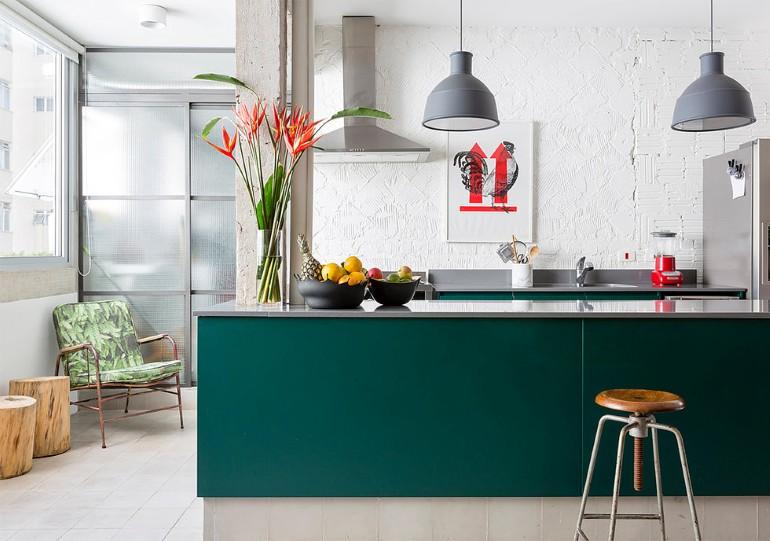 Stylish-Brazilian-Flat-Displaying-an-Inspiring-Eclectic-Design-18
