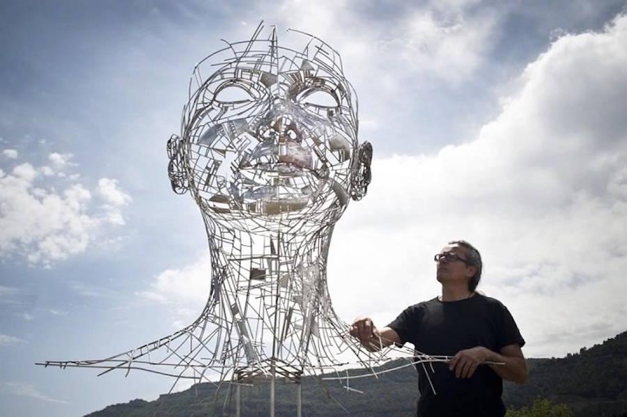 Impressive-Steel-Sculpture-of-a-Woman3-900x599
