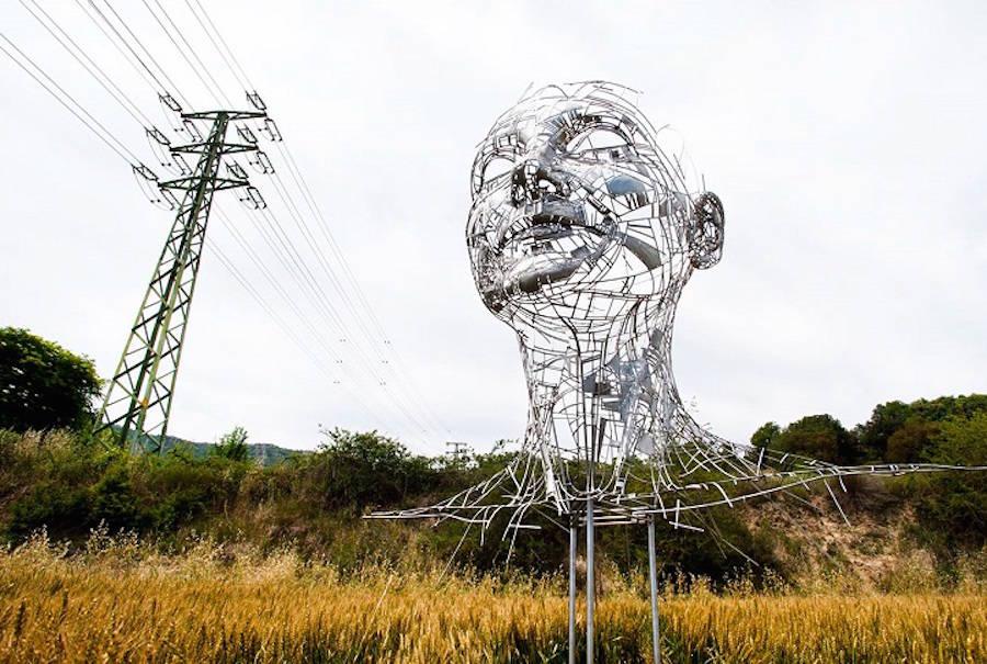 Impressive-Steel-Sculpture-of-a-Woman5-900x605