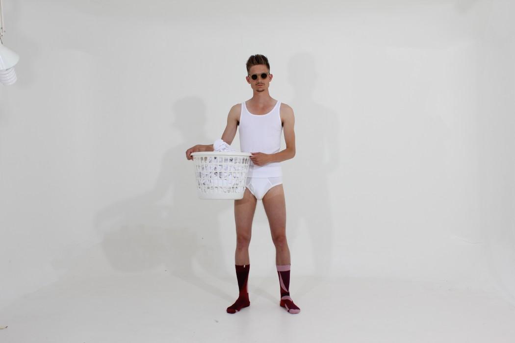 solosocks-model-washing-basket