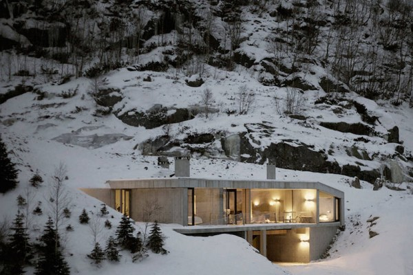 modern-concrete-house-in-norway-1-900x538