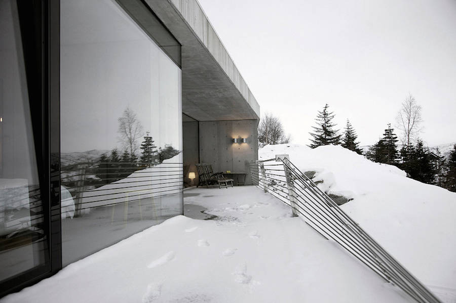 modern-concrete-house-in-norway-2-900x599