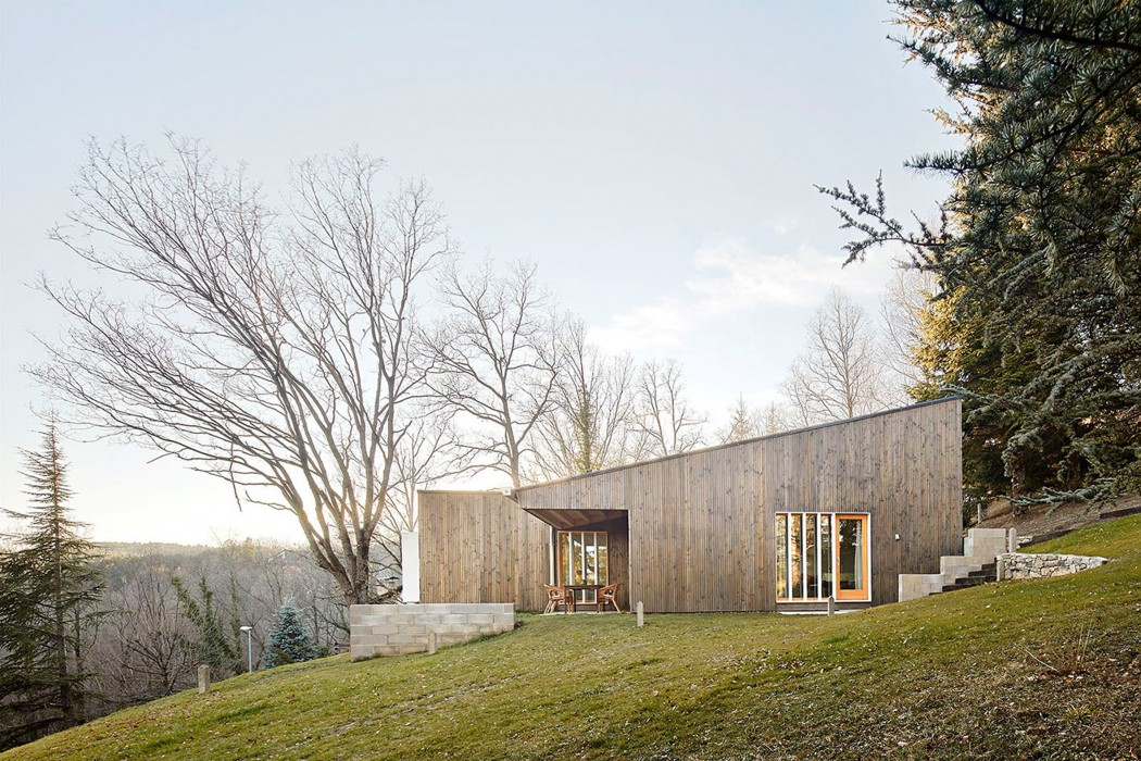 prefab-cottage-pyrenees-marc-mogas-architecture-residential_dezeen_2364_col_1