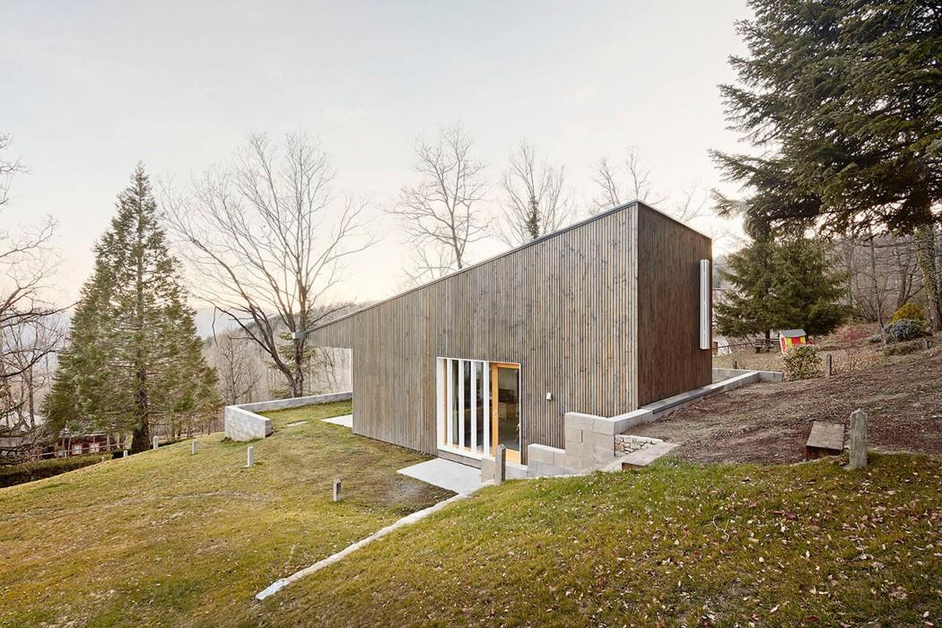 prefab-cottage-pyrenees-marc-mogas-architecture-residential_dezeen_2364_col_5